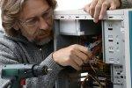טכנאי מחשבים במרכז
